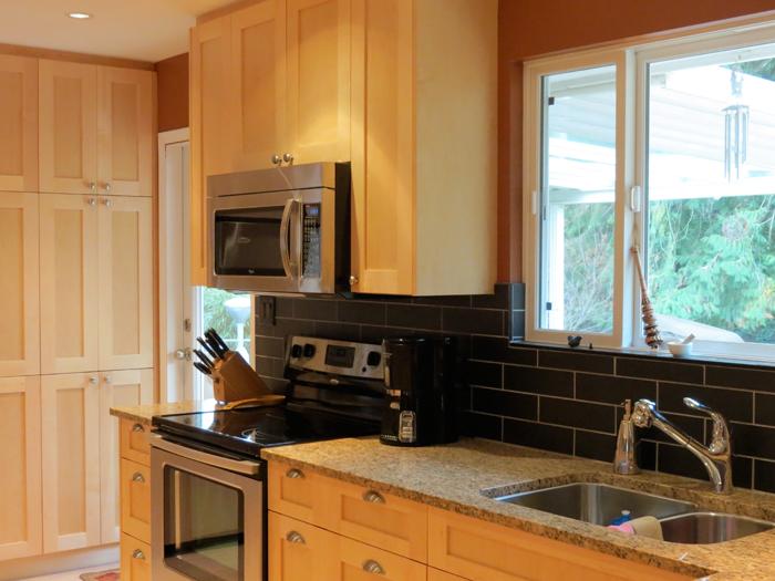 http://www.bamford.ca/wp-content/uploads/2014/03/mh-kitchen-reno4-before.jpg